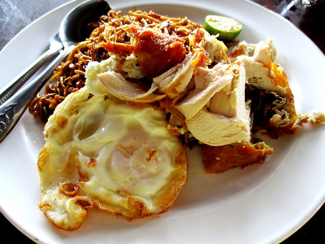 KONG Ma Ma mee goreng special, egg