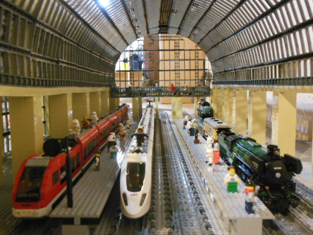 MOC: Train Station - the Musee d'Orsay in Paris - LEGO Town