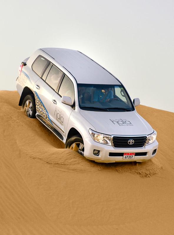 Bajando una duna gigante con el 4x4 en Abu Dhabi