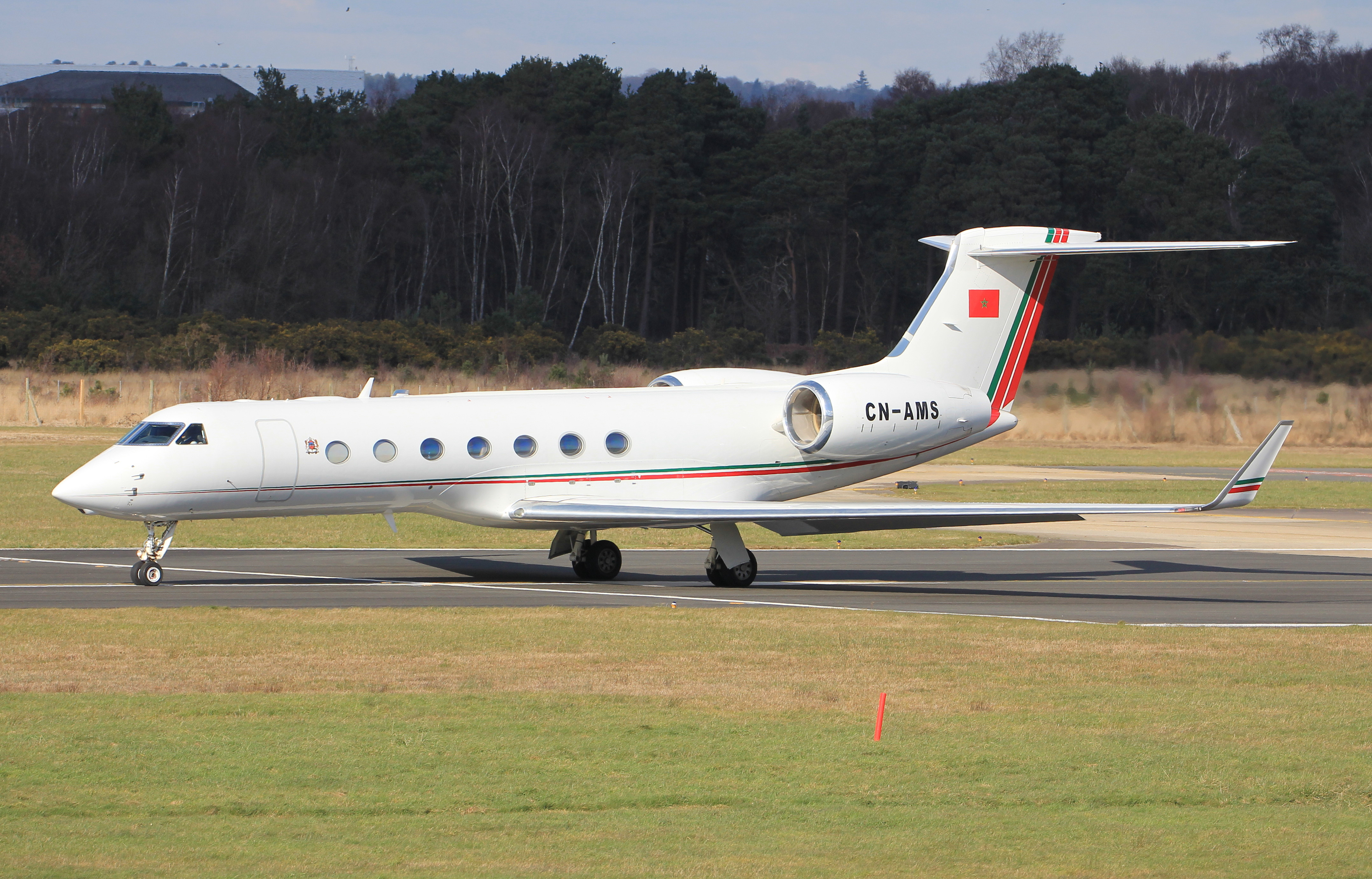 FRA: Avions VIP, Liaison & ECM - Page 12 25475733582_74b9aab135_o