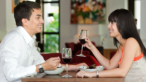 how to get a girl to kiss you in a club, free online dating in uae,