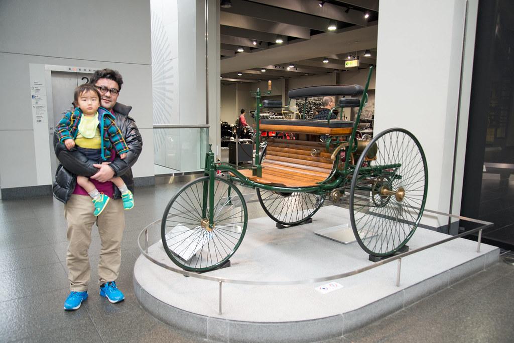 ガソリン自動車の第1号と言われているベンツが1886年につくった3輪車