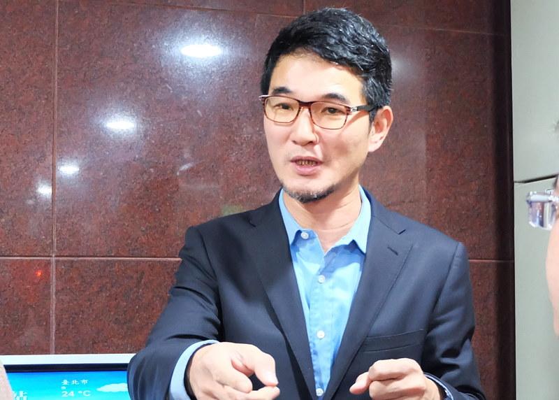 立委劉建國質詢貨輪油污事件後,環保署長魏國彥表示要下台。攝影:陳文姿