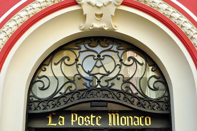 """Fürstentum Monaco, März 2016 - Post, Postkarten, Briefmarken. Distributeur de billets. Begeistert war ich von dem farblich wunderbar gestalteten Postgebäude """"La Poste Monaco""""."""