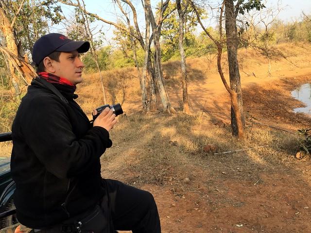 Sele haciendo un safari fotográfico para ver tigres en India