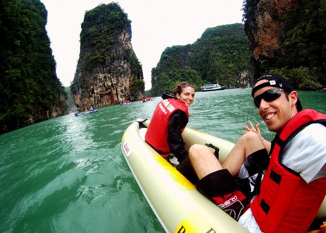 En kayak rumbo a la James Bond Island pero antes pasamos por las cuevas de Koh Phanak