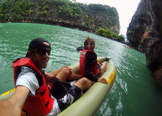 Excursión en canoa por las cuevas de Koh Phanak en Tailandia