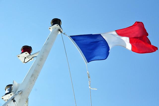 Cannes, im März 2016. Circa 5 Kilometer vor Küste liegt eine kleine Inselgruppe, die Lerins-Inseln = Îles de Lérins. Es sind insgesamt 4 Inseln. Die beiden größeren, die Île Sainte-Marguerite und die Île Saint-Honorat, werden mehrmals täglich mit Schiffen angefahren. Wir haben uns für die 15-minütige Fahrt mit einem Katamaran auf die Insel Sainte-Marguerite entschieden. Hin und zurück pro Person 14 EUR - Foto Brigitte Stolle