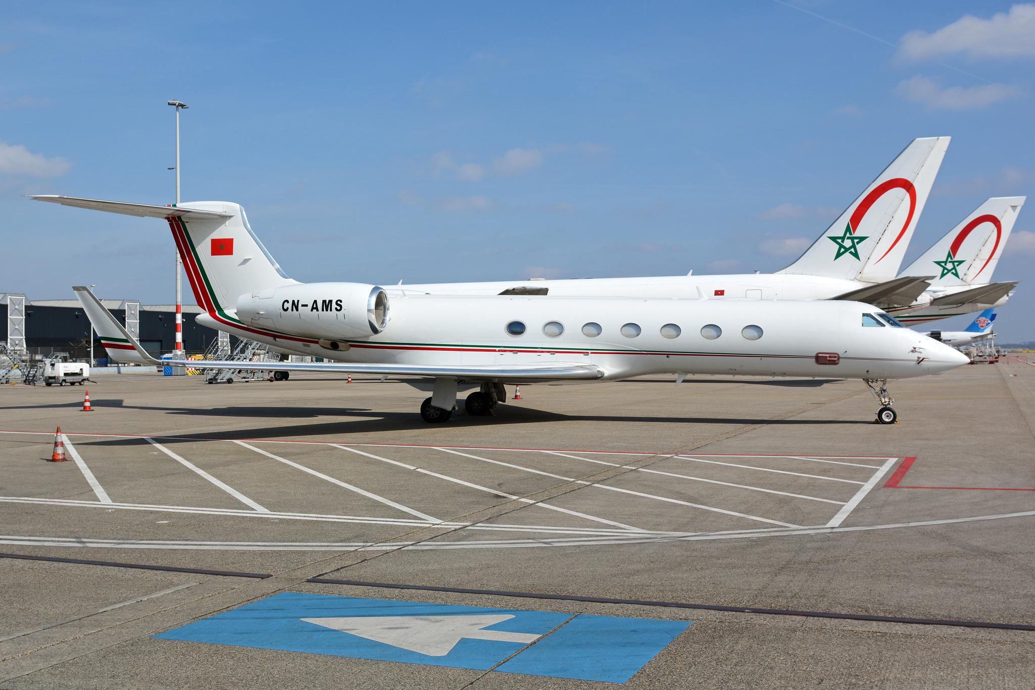 FRA: Avions VIP, Liaison & ECM - Page 12 25959160682_4c576c68f5_o