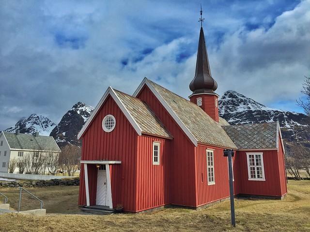 Iglesia de Flakstad (Islas Lofoten, Noruega)