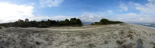 Panoramique vers l'étang depuis la plage à hauteur du Pozzu Sale