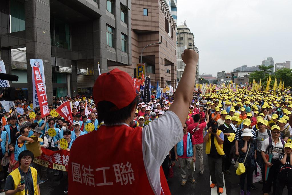 五一遊行隊伍在民進黨中央黨部外集結。(攝影:宋小海)