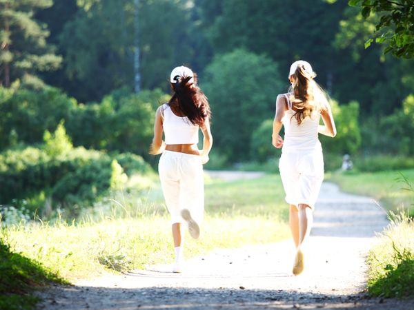 防曬不分四季,不管任何季節都要防曬措施,選擇防曬乳時可先買一瓶用看看,選擇適合自己的防曬乳。防曬要做全套,運動前、中、後都應防曬,才能得到充分的防護。