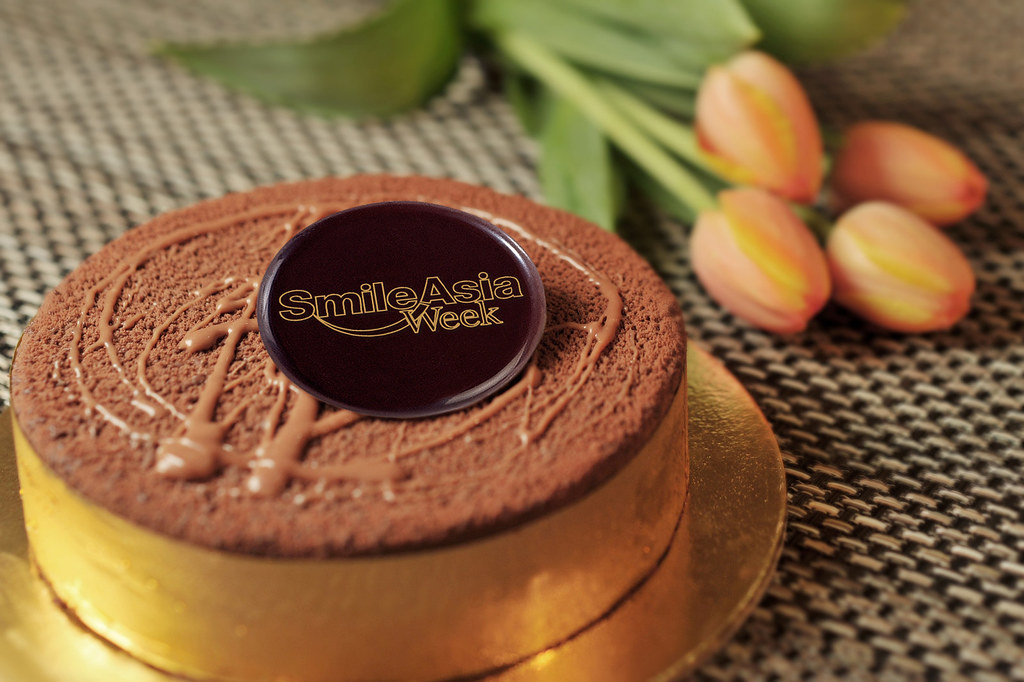 The velvety Valrhona Chocolate and Banana Cake from The Ritz-Carlton, Millenia Singapore, will make more than one mother smile this Mother's Day (May 8).