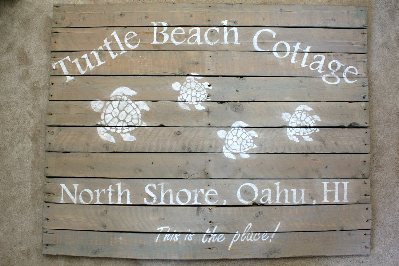 pallet sign North Shore Hawaii