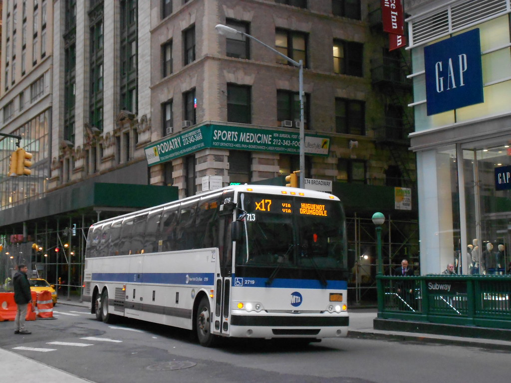 how to get to staten island from manhattan by bus