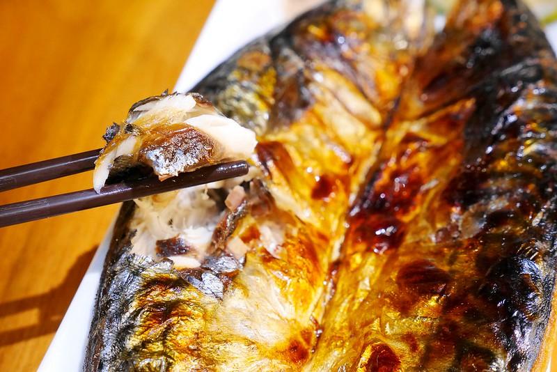 24444470192 0ae3fdbdef c - 【熱血採訪】甜在興鮮魚丼啤酒│西區:千萬別隨便進來的深夜食堂~只要49元超值丼飯在這裡~宜蘭胭脂蝦握壽司兩吃最推薦 想吃鳗魚丼 刺身 龍蝦鍋物 烤泰國蝦通通有~