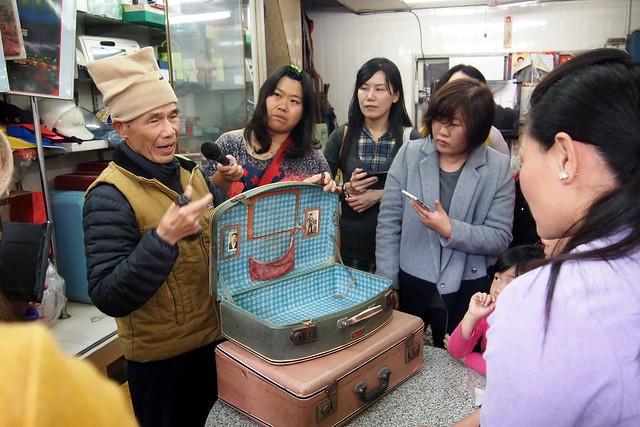 旗山老專門店小旅行,帶領民眾走入大溝頂認識過往傳統產業。攝影:李育琴