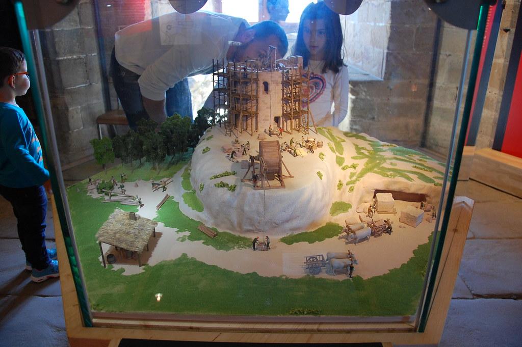 Construcción de la torre de un castillo