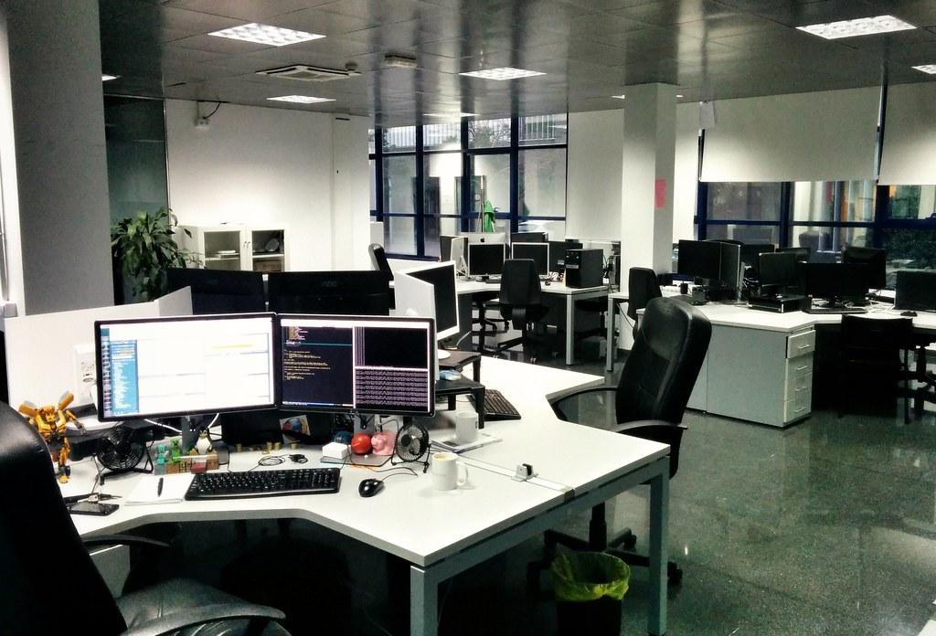Oficina desierta este es el aspecto de mi mesa de trabajo flickr - Oficina de trabajo ...