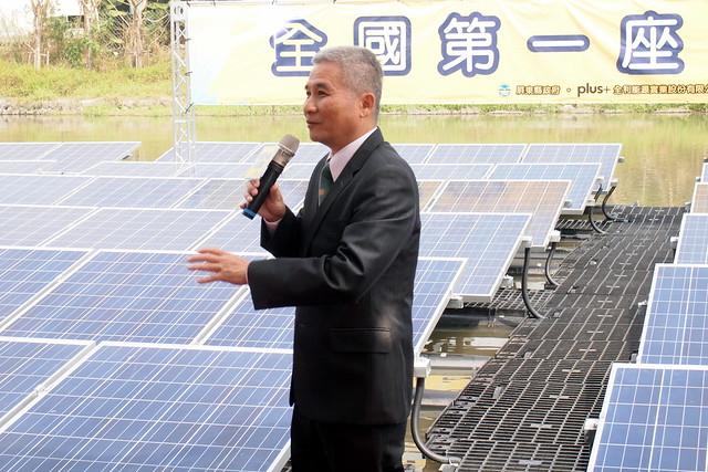 旭東董事長董基旭為屏東在地業者,轉型研發浮動型太陽能後,成功打進日本。攝影:李育琴