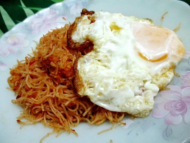 RM1.00 bihun plus egg