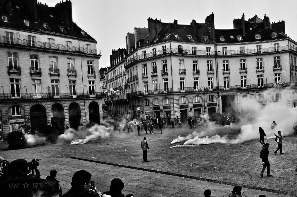 #Nantes : manif #LoiTravail #31mars - les flics ont gazé a
