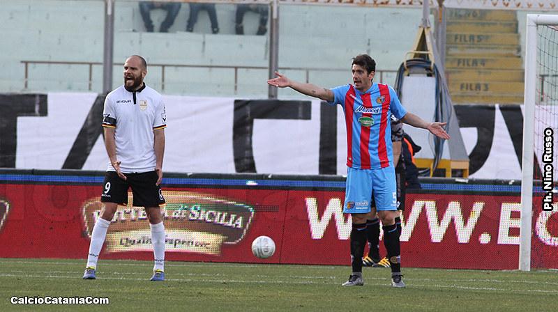 Un grintoso Diogo Tavares, con la maglia del Messina, immortalato al