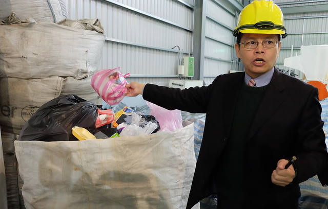 未經分類的垃圾,也可經由裂解方式處理。解說者:美商新能動力公司朱欽翔。 攝影:陳文姿