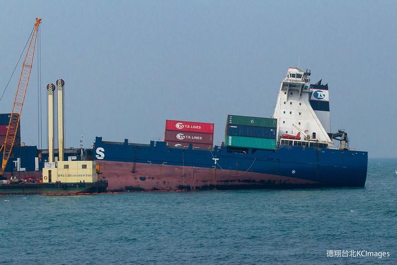船體後半段破損較嚴重。攝影:Kai Chou。