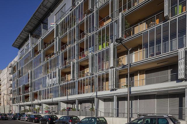侯列建築師事務所設計的可調節氣候的建築。圖片來源:Lipsky+Rollet architectes