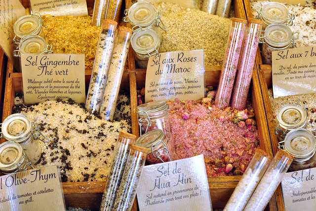 Nizza Nice Côte d'Azur Nizza Zucker und Salz Sucre et sel marokkanische Rosen Roses du Maroc Markt Marktstadt bunt farbenfroh Foto Brigitte Stolle März 2016