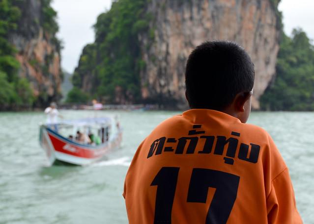 Observando el paisaje de Tailandia desde la bahía de Phang Nga
