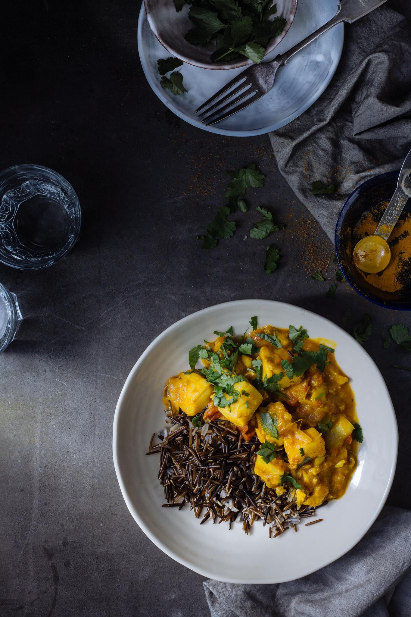 Caril de bacalhau fresco com arroz selvagem