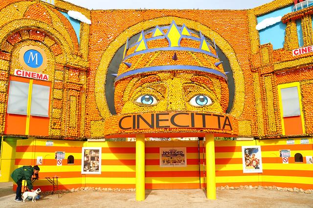 Menton (Côte d'Azur), 29. Februar 2016. Das 83. Zitronenfest = Fête du Citron fand vom 3. Februar bis 2. März 2016 statt. Das diesjährige Motto: Kino / Cinecittà (Filmstadt) Foto: Brigitte Stolle 2016