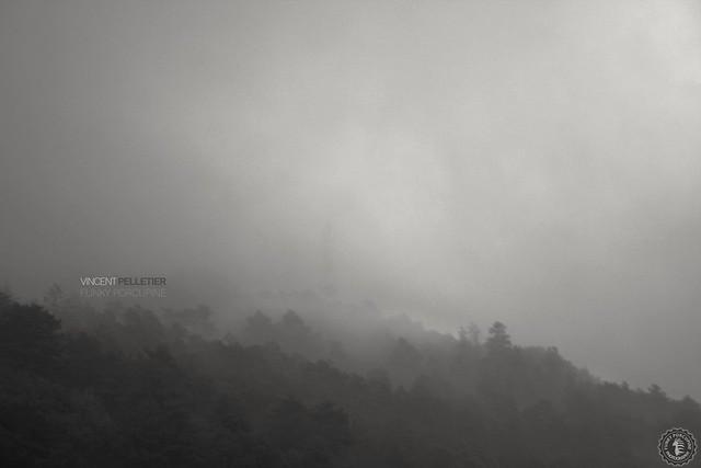creative dark fog mountain photography