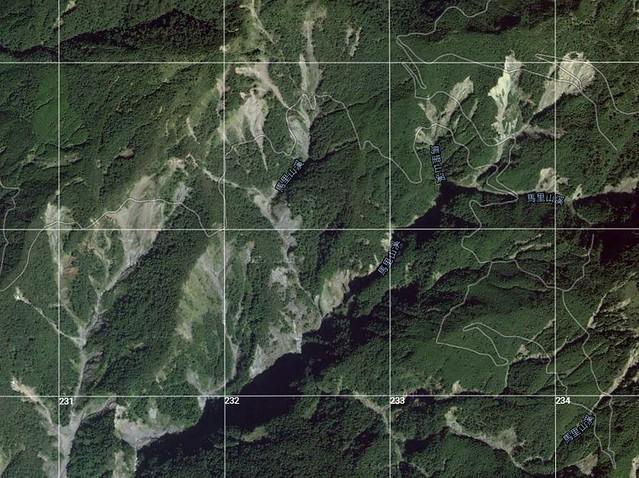 石山林道位處於八八風災西南氣流衝擊的最後一片高聳迎風面,災後的航照圖上新增了許多處崩坍地。圖片來源:蔡日興。