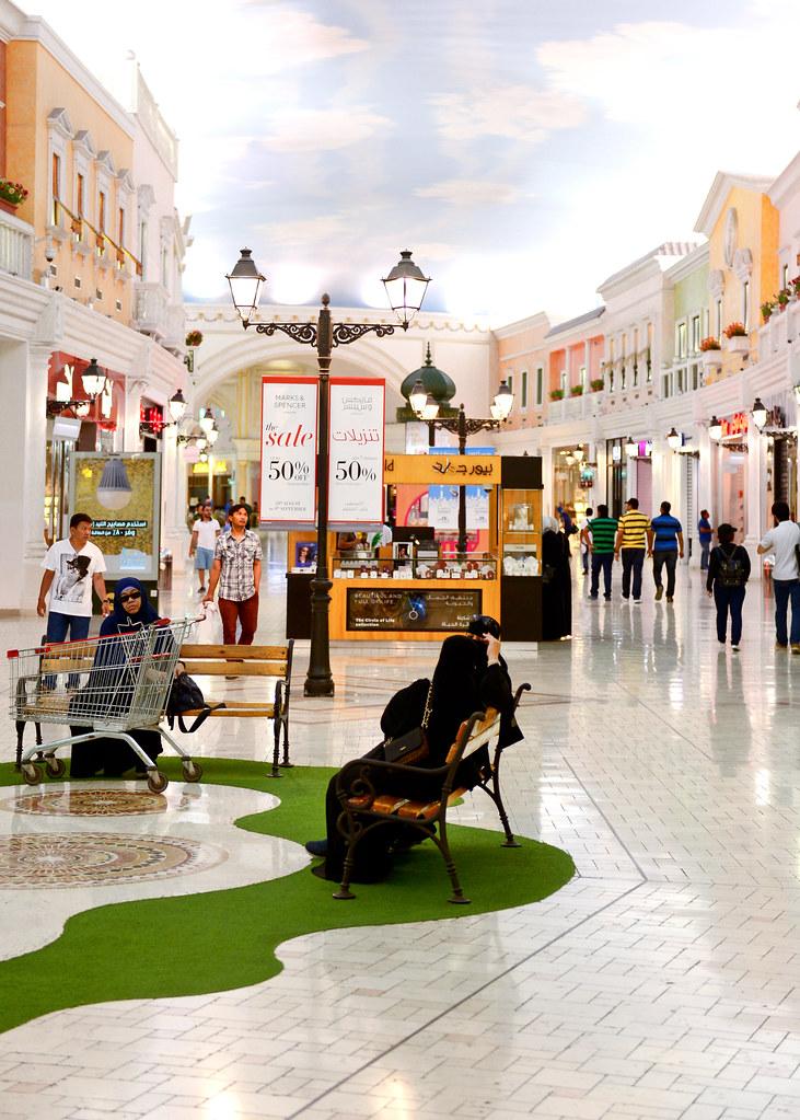Interior del centro comercial Villaggio
