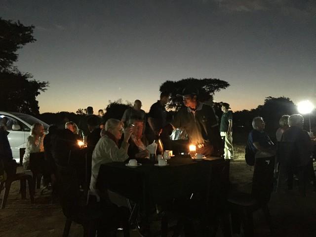 Desayuno antes del amanecer en los templos de Bagan (Myanmar)