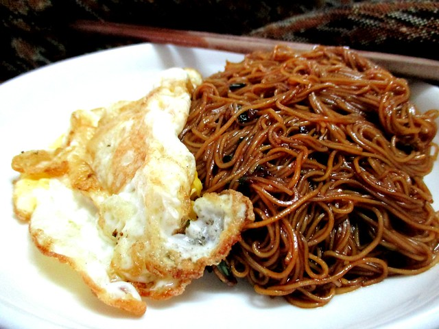 Bovril mee sua with fried egg