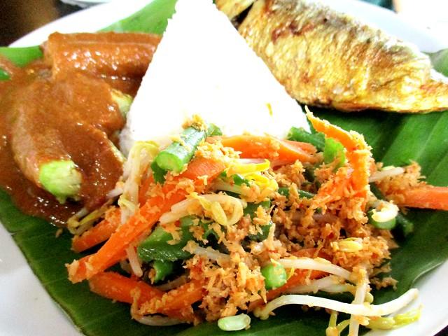 Cafe Ind ikan kembung sumbat, sides