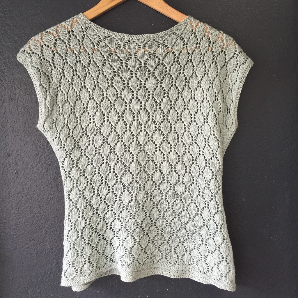 back view of alcomar, knitted in isager bomulin