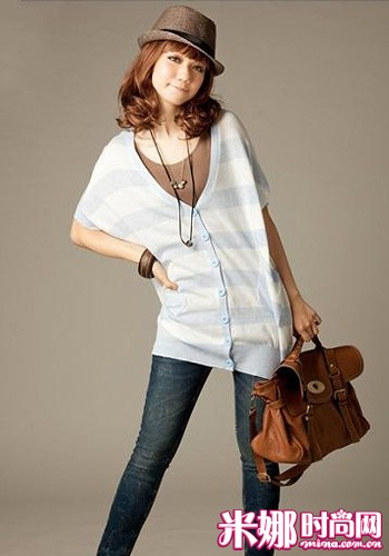 Wide knit blouse full of atmosphere