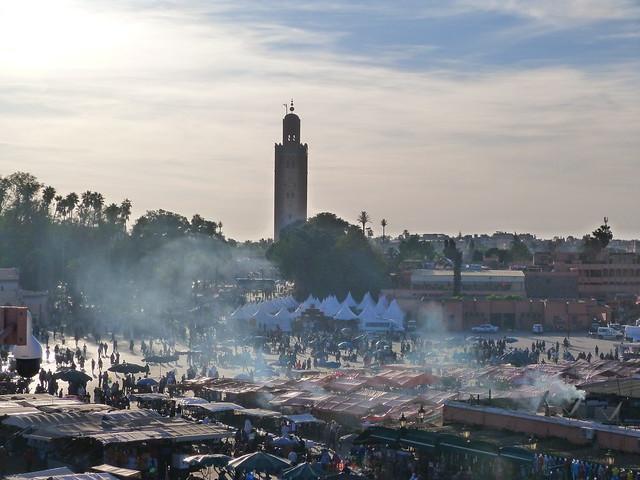 Plaza Jemaa el-Fna de Marrakech por la tarde (Vistas desde el Café de France)