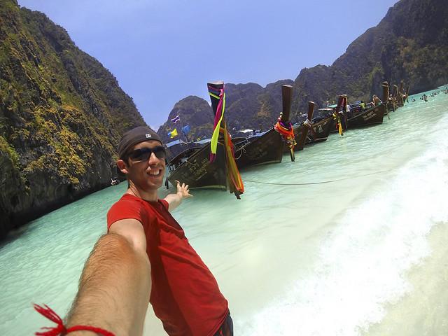 Miguel Egido de Diario de un Metiroso en la playa de Maya Bay en Tailandia