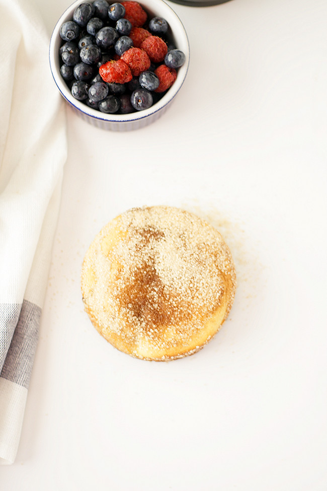 mini berry breakfast cakes | heathersfrenchpress.com