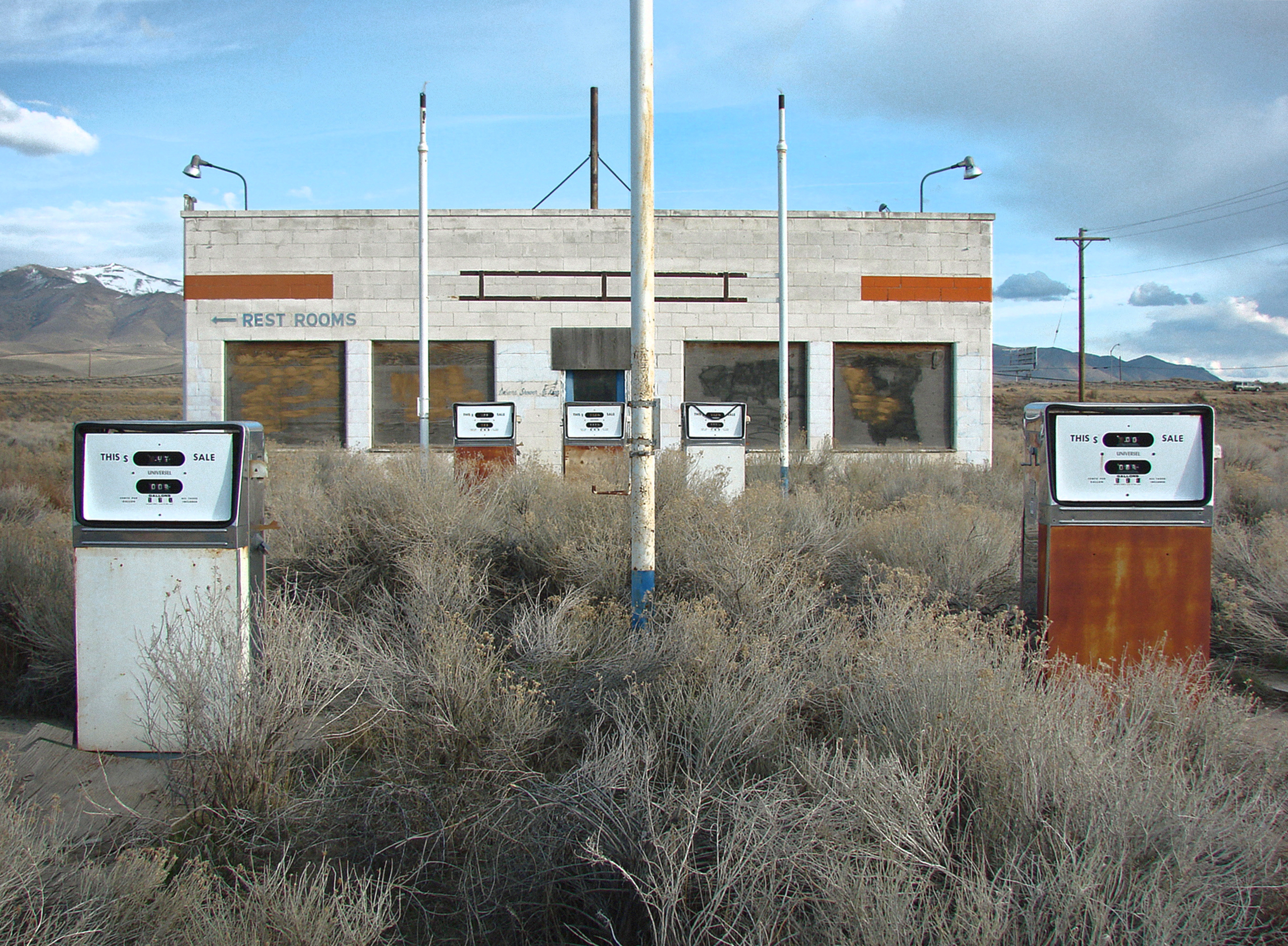 abandoned gas station - Winnemucca, Nevada U.S.A. - April 7, 2016