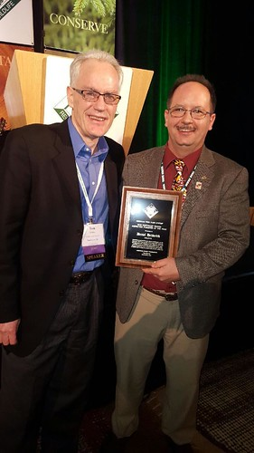 Tom Martin, President and CEO of the American Forest Foundation, presents Hedderick with his award.