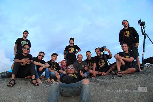 Laskar Gerhana Menikmati Senja di Pantai Tanjung Tinggi, Belitung