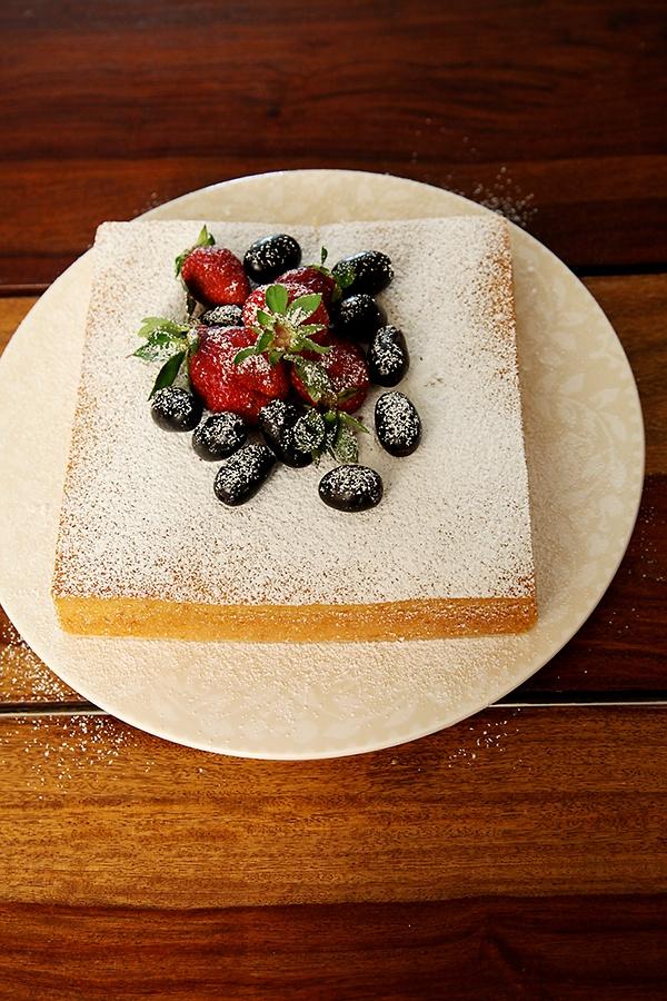 Basic Eggless Cake